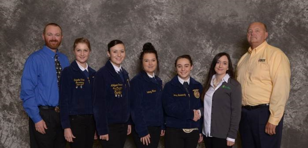 Photo of the East Frontier FFA National 1st place Horse Judging team.