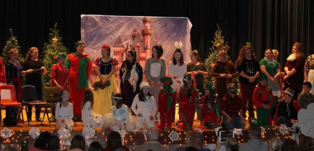HEMS Drama Team Performs A Snow White Christmas