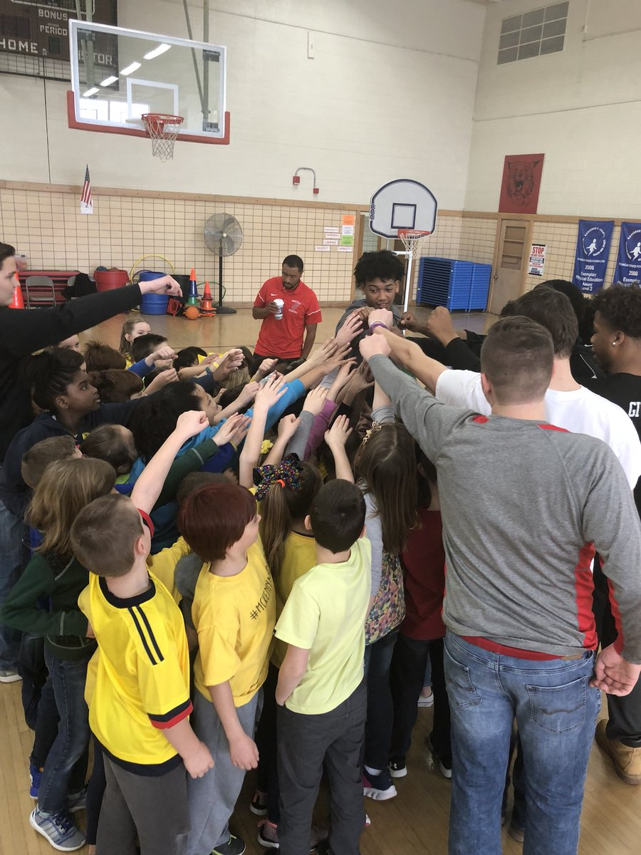 Varsity Basketball Reads to P.I.C. Students