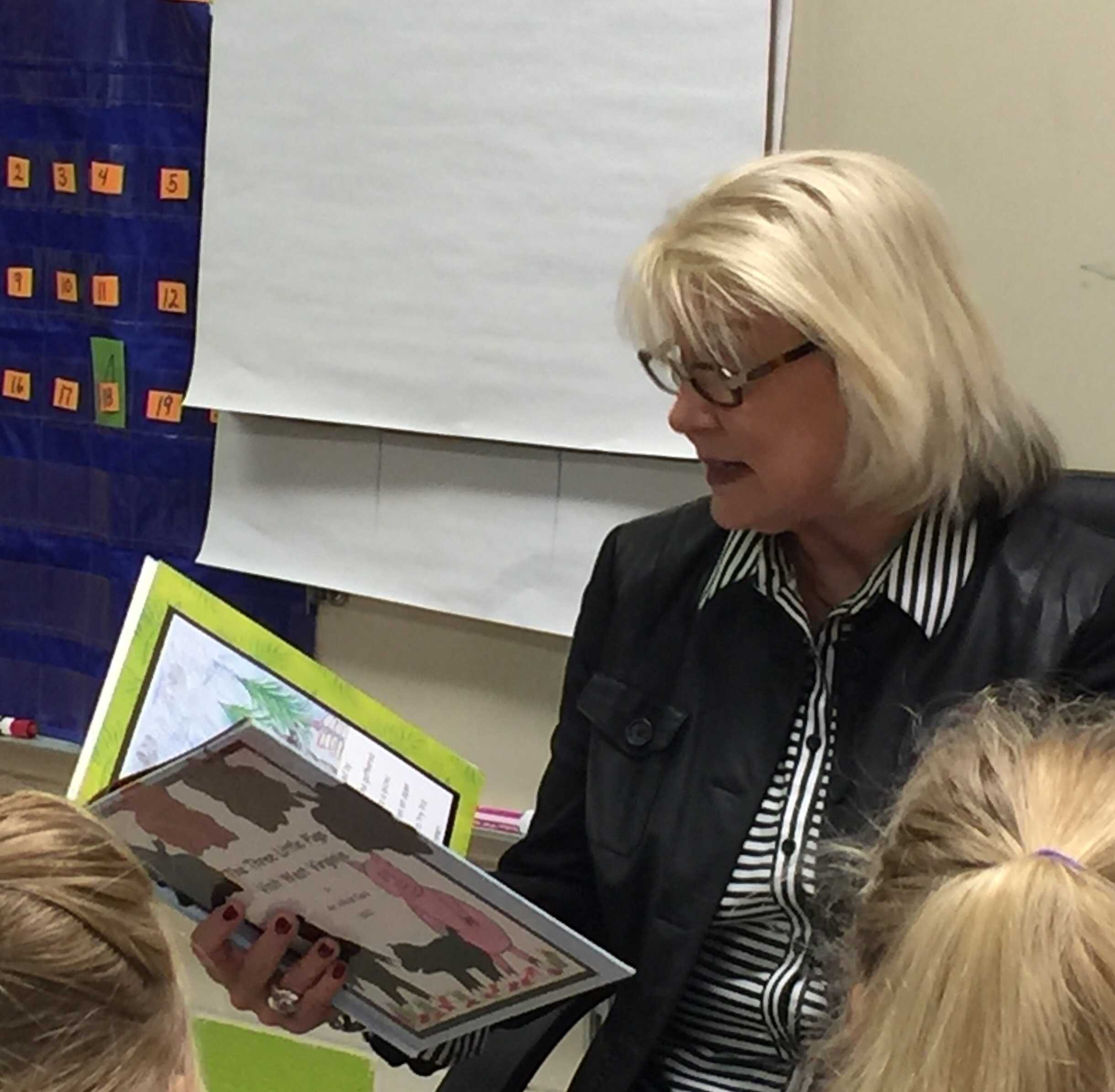 Former WV First lady Joanne Tomblin visits Brookview Elementary
