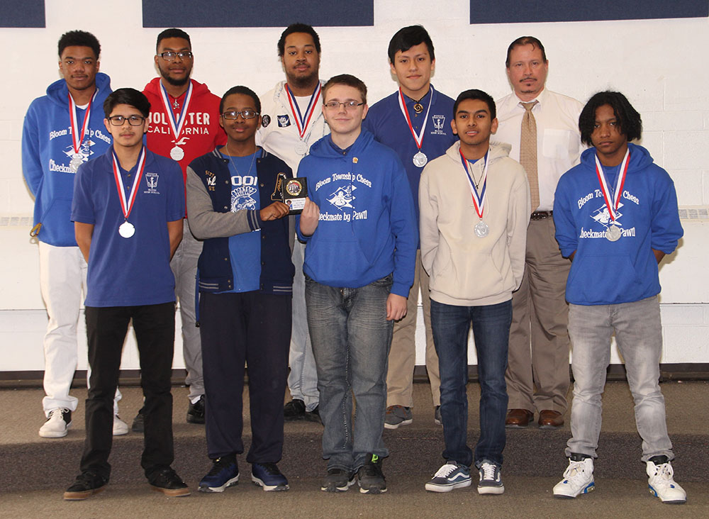 Chess Club Competes in Peoria!