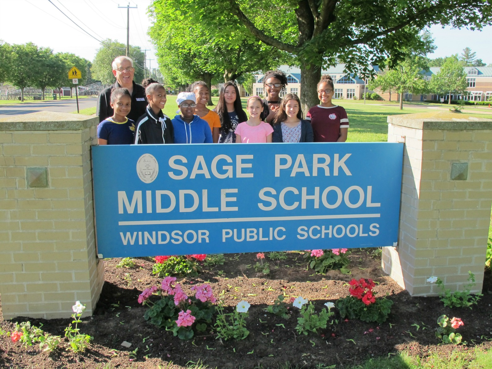Sage Park Students Participate in an Environment-community Project