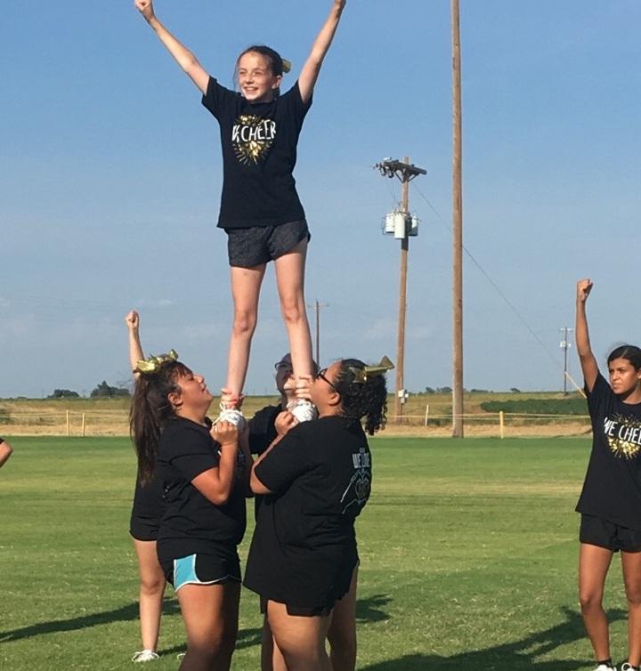 Elk Cheerleaders
