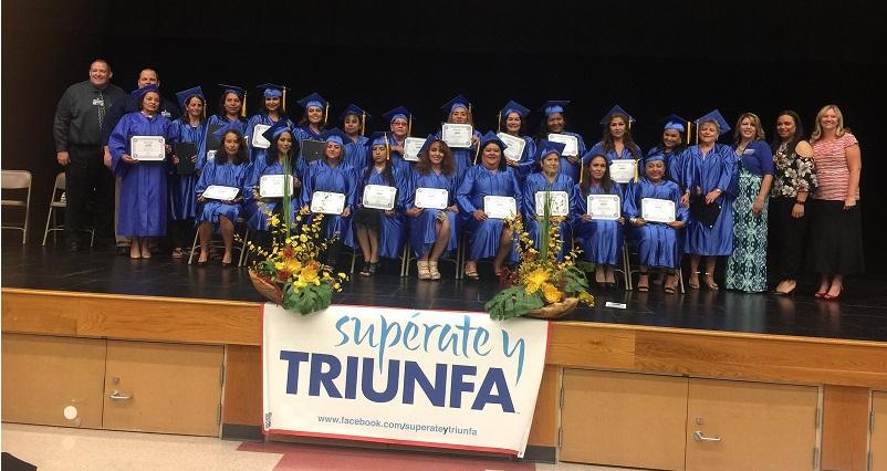 Supérate y Triunfa Graduation